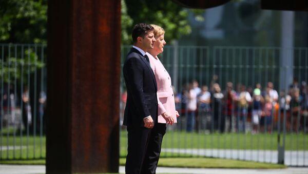 Merkel si sente male durante incontro con Vladimir Zelensky - Sputnik Italia