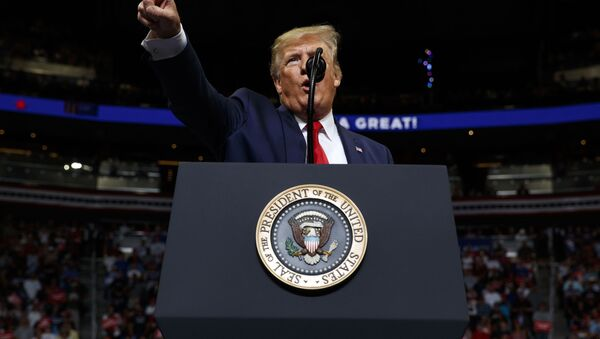 Il presidente USA Donald Trump tiene un discorso di fronte ai repubblicani in Florida - Sputnik Italia