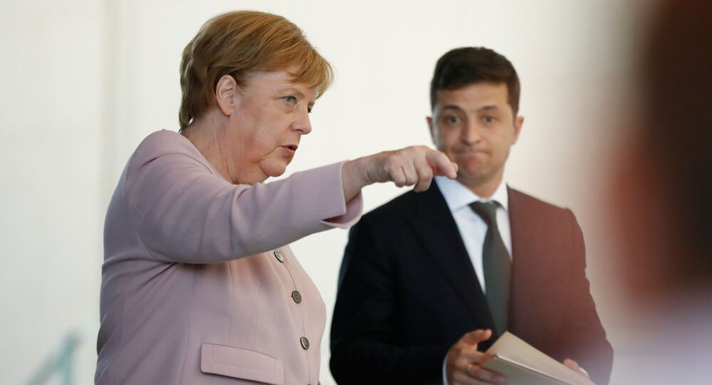Il cancelliere tedesco Angela Merkel e il presidente ucraino Vladimir Zelenskij a Berlino