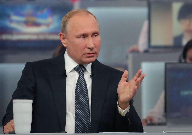 Il presidente russo Vladimir Putin durante Linea Diretta