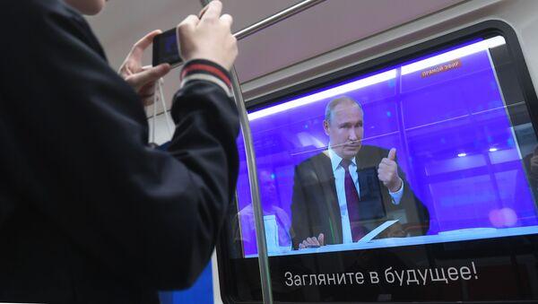 Linea diretta nella metro di Mosca - Sputnik Italia