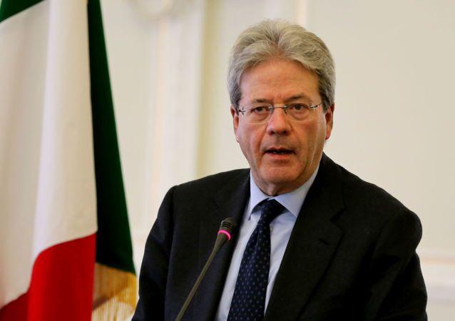 Paolo Gentiloni ha ribadito che al momento dare delle interpretazioni politiche sui moventi del rapimento è assolutamente prematuro e imprudente.
