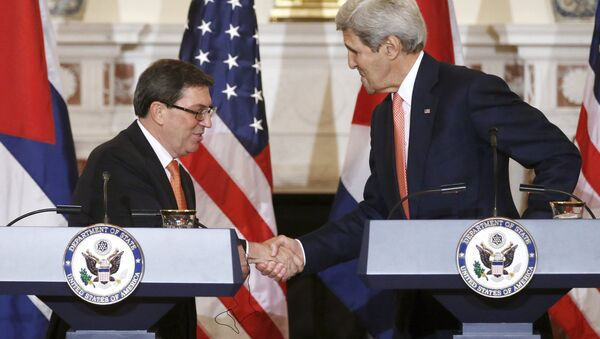 Ministro degli Esteri cubano Bruno Eduardo Rodriguez Parilla e John Kerry - Sputnik Italia