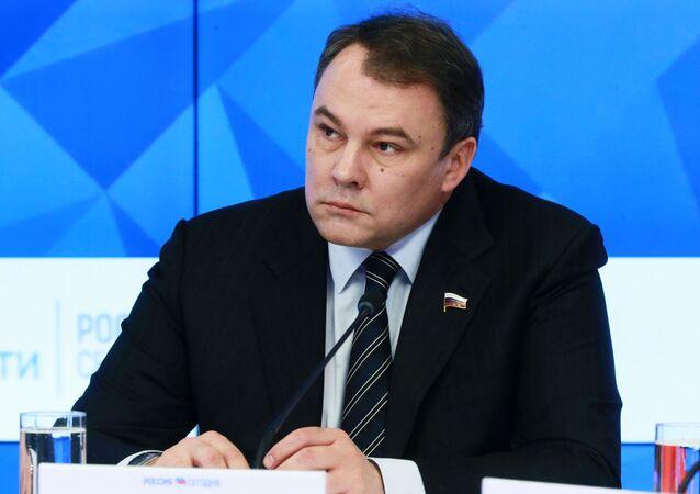 ll vice presidente della Duma di Stato Petr Tolstoj