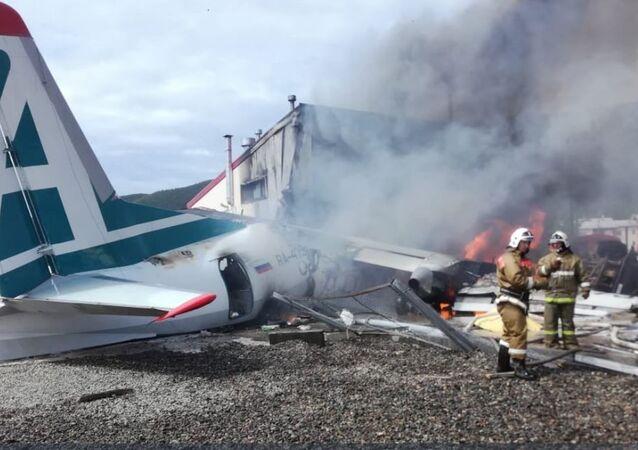 L'Antonov An-24 dopo lo schianto in Buriazia