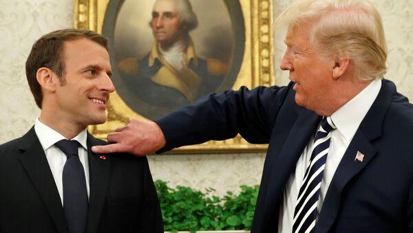 Il presidente francese Emmanuel Macron con il presidente USA Donald Trump alla Casa Bianca - Sputnik Italia