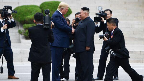 Donald Trump ha incontrato il leader nordcoreano Kim Jong-un nella zona demilitarizzata tra le due Coree - Sputnik Italia