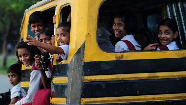 Studenti su un autobus in India - Sputnik Italia