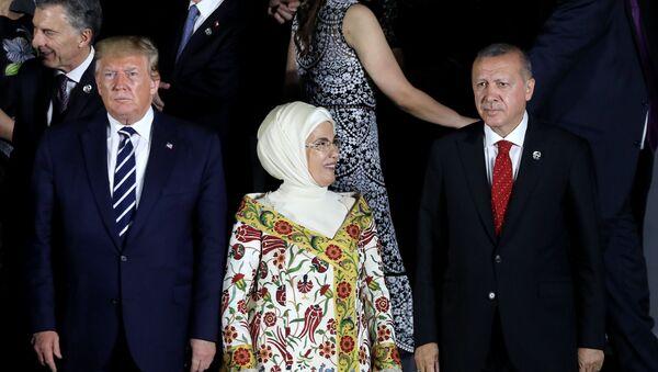 Il presidente USA Donald Trump e il presidente turco Recep Erdogan al vertice del G20 in Giappone - Sputnik Italia