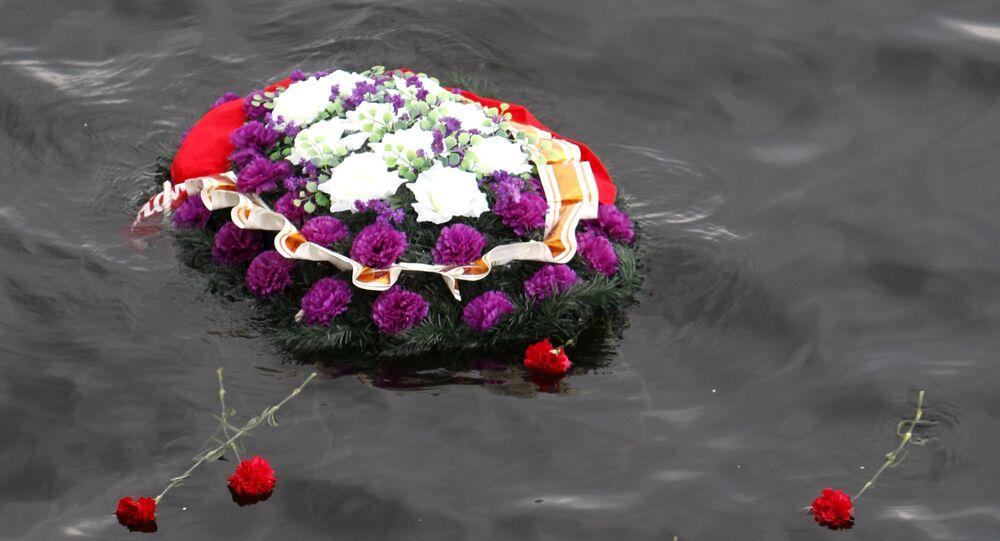Una corona sull'acqua