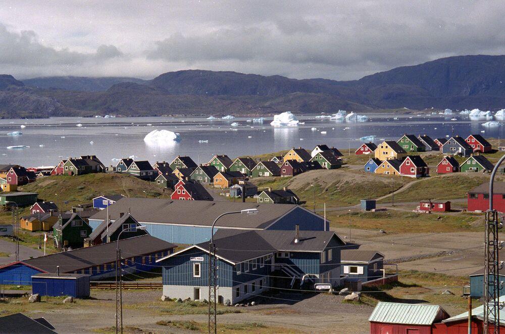 Iceberg alla deriva nel fiordo di Narsaq, nel sud della Groenlandia