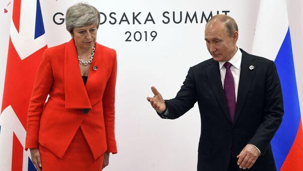Президент РФ Владимир Путин и премьер-министр Великобритании Тереза Мэй во время встречи на полях саммита Группы двадцати в Осаке - Sputnik Italia