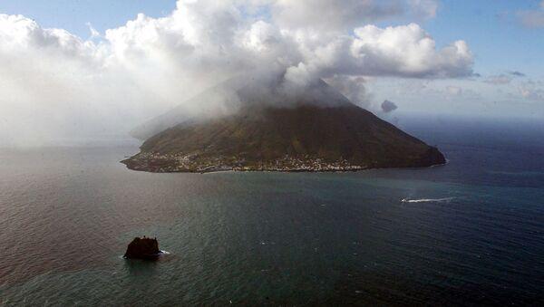 Il vulcano Stromboli in eruzione - Sputnik Italia