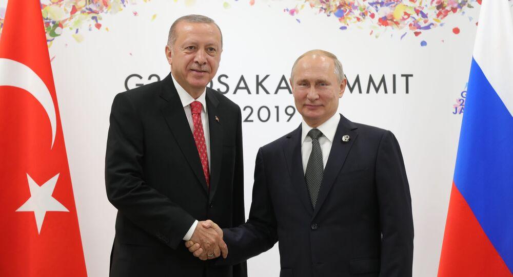 Il presidente della Turchia Recep Erdogan e il presidente russo Vladimir Putin durante il G20 di Osaka