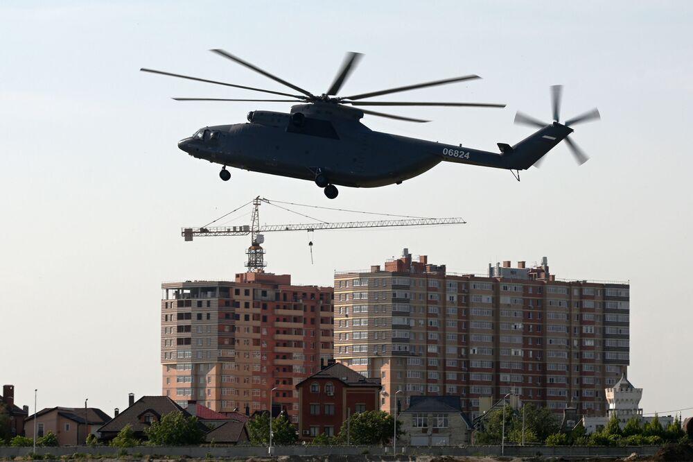 L'elicottero da trasporto Mil Мi-26Т2 in volo