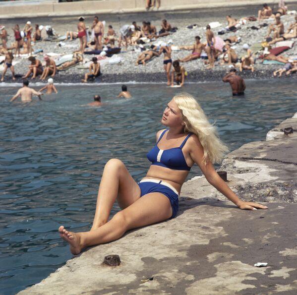 31 luglio 1970 - In bikini sulla spiaggia di Sochi - Sputnik Italia