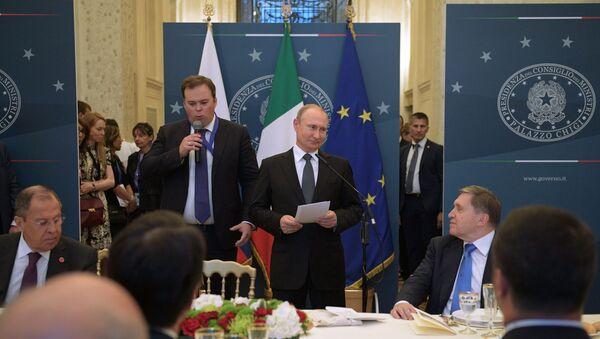 Il presidente Putin interviene a Villa Madama durante la cena conclusiva della visita ufficiale in Italia - Sputnik Italia