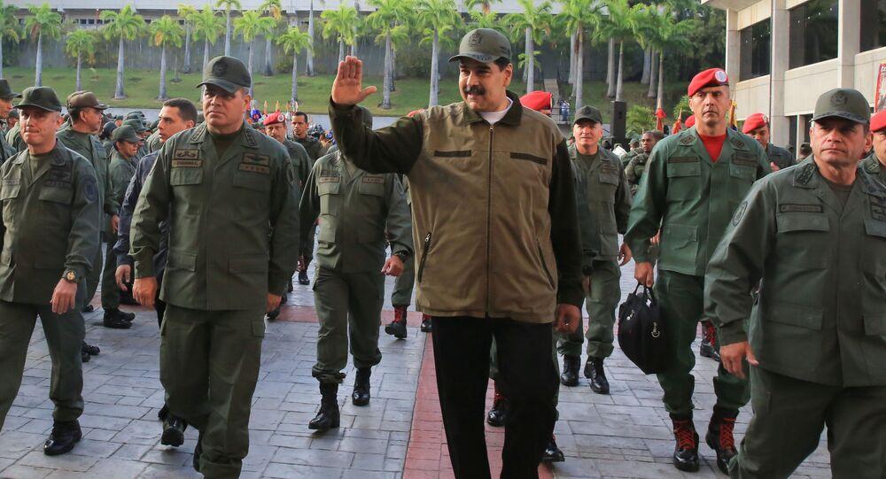 Nicolas Maduro in visita ad una base militare a Caracas