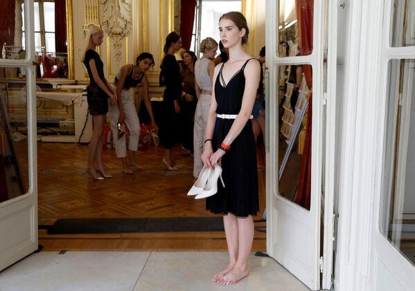 Modelle alle prove prima dello spettacolo Tamara Ralph e Michael Russo alla Paris Fashion Week. - Sputnik Italia