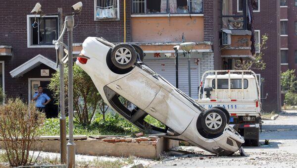 Automobile capovolta dopo un tornado nella contea di Kaiyuan in Cina. - Sputnik Italia