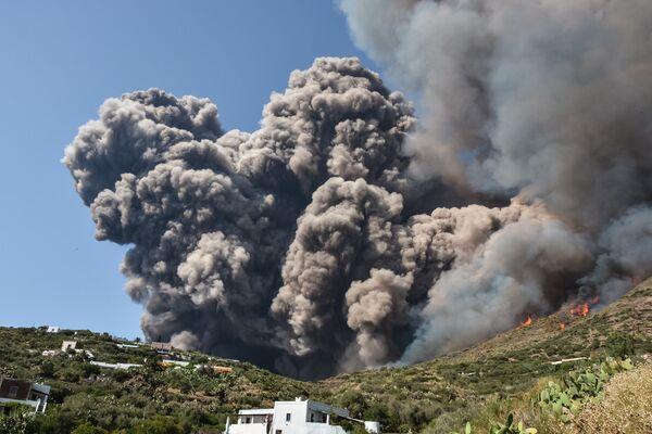 L'eruzione del vulcano Stromboli. - Sputnik Italia