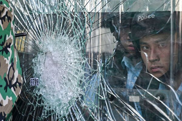 La polizia durante le proteste anti-governative a Hong Kong. - Sputnik Italia