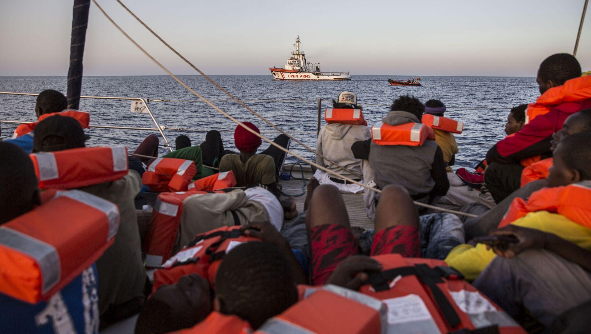 Migranti a bordo della Alex - Sputnik Italia, 1920, 30.04.2021