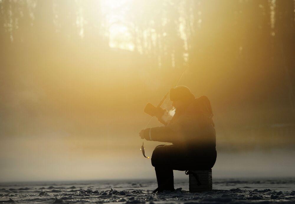 Pesca subacquea nel lago Tavantuy, nella regione degli Urali