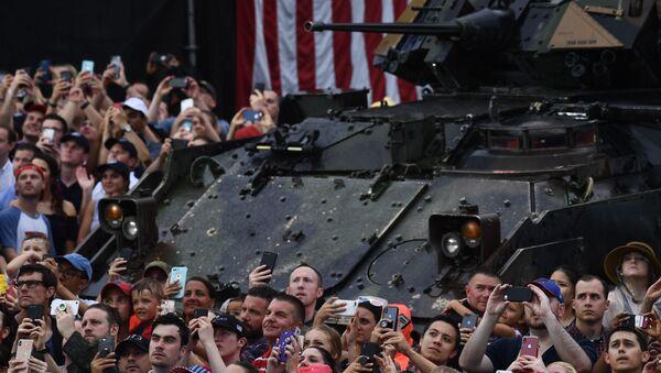 Americani alla parata militare per il 4 luglio 2019 a Washington - Sputnik Italia