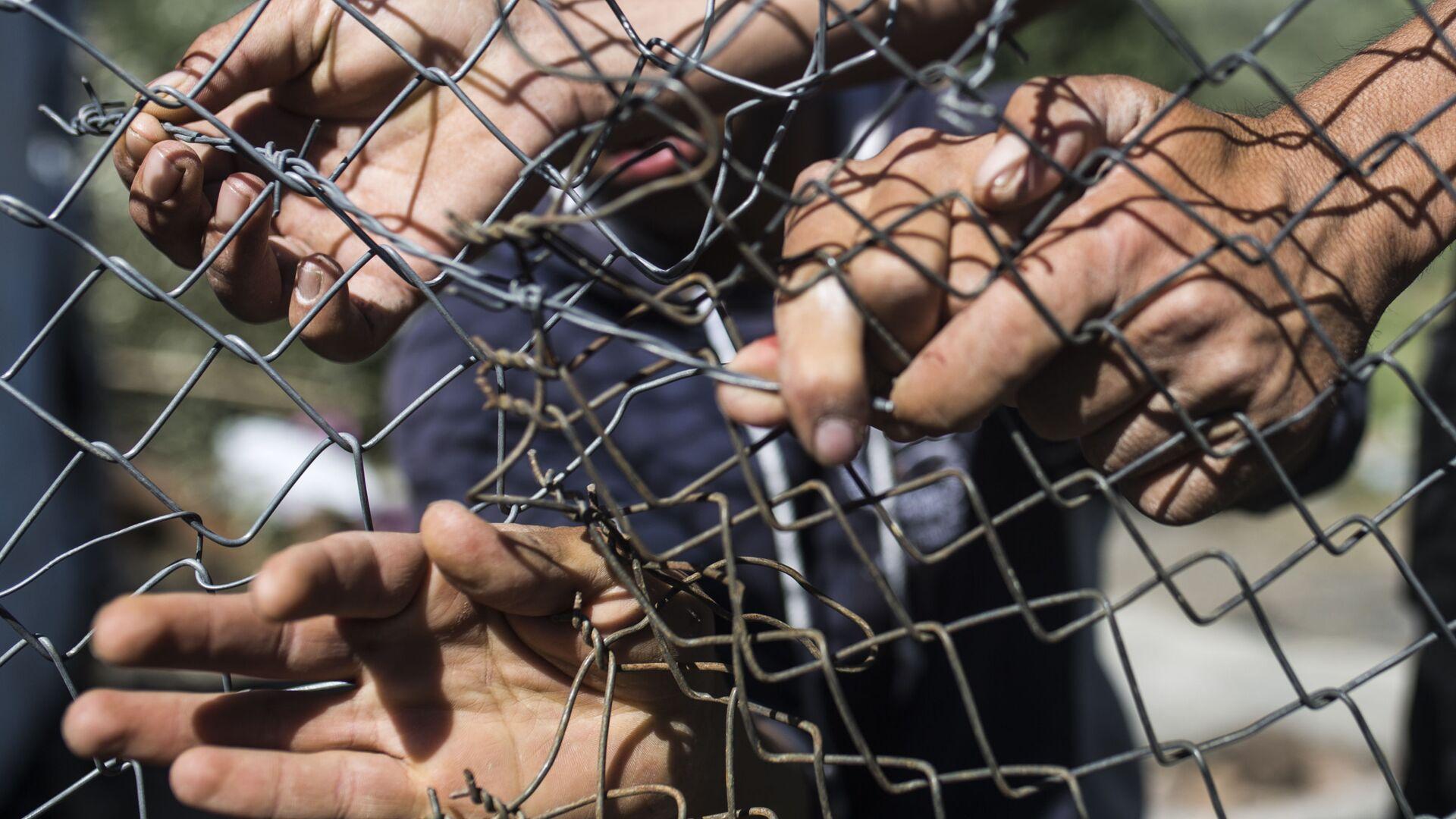 8mila migranti raggiungono Ceuta negli ultimi due giorni, la Spagna schiera l'esercito