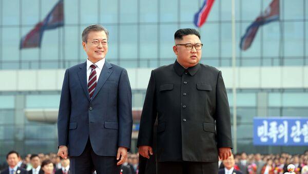 Il presidente della Corea del Sud Moon Jae-in e il presidente della Corea del Nord Kim Jong-un - Sputnik Italia