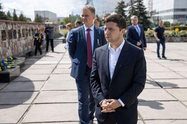 Il presidente ucraino Zelenskiy ha partecipato alla cerimonia di installazione del nuovo sarcofago - Sputnik Italia