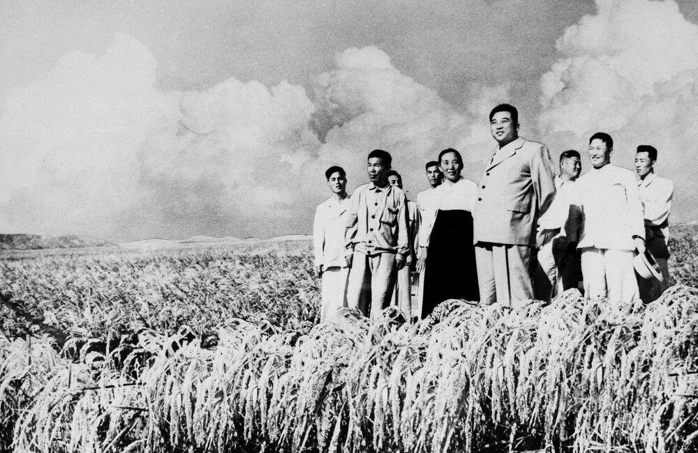 1962, Kil Il Sung in visita ad una cooperativa agricola
