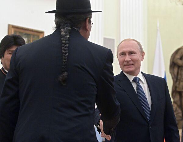 L'incontro tra il presidente russo Vladimir Putin e il suo omologo boliviano Evo Morales a Mosca. - Sputnik Italia