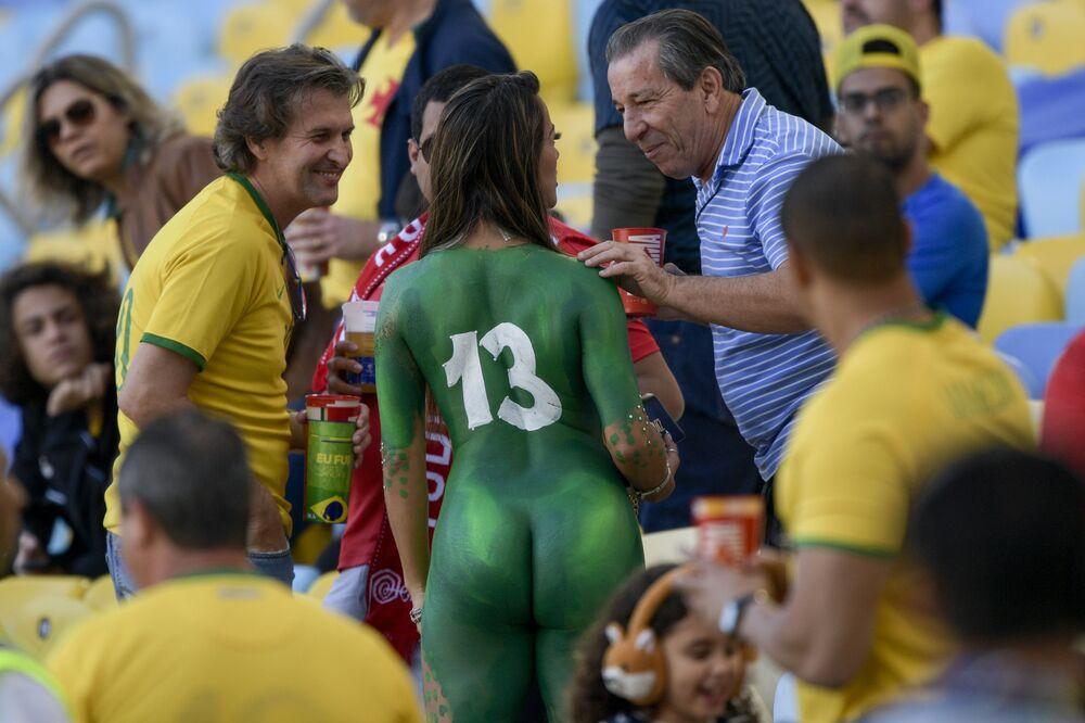 I tifosi brasiliani prima dell'inizio della partita finale della Copa Amerciana, Rio de Janeiro, Brasile.