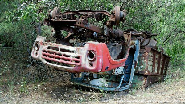 Un vecchio camion arrugginito trovato nella zona di alienazione di Chernobyl - Sputnik Italia