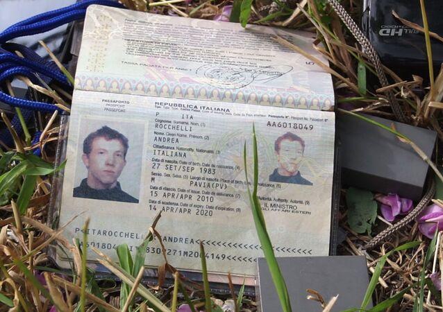 Il passaporto del giornalista italiano Andrea Rocchelli ucciso in Ucraina.