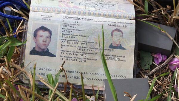 Il passaporto del giornalista italiano Andrea Rocchelli ucciso in Ucraina - Sputnik Italia