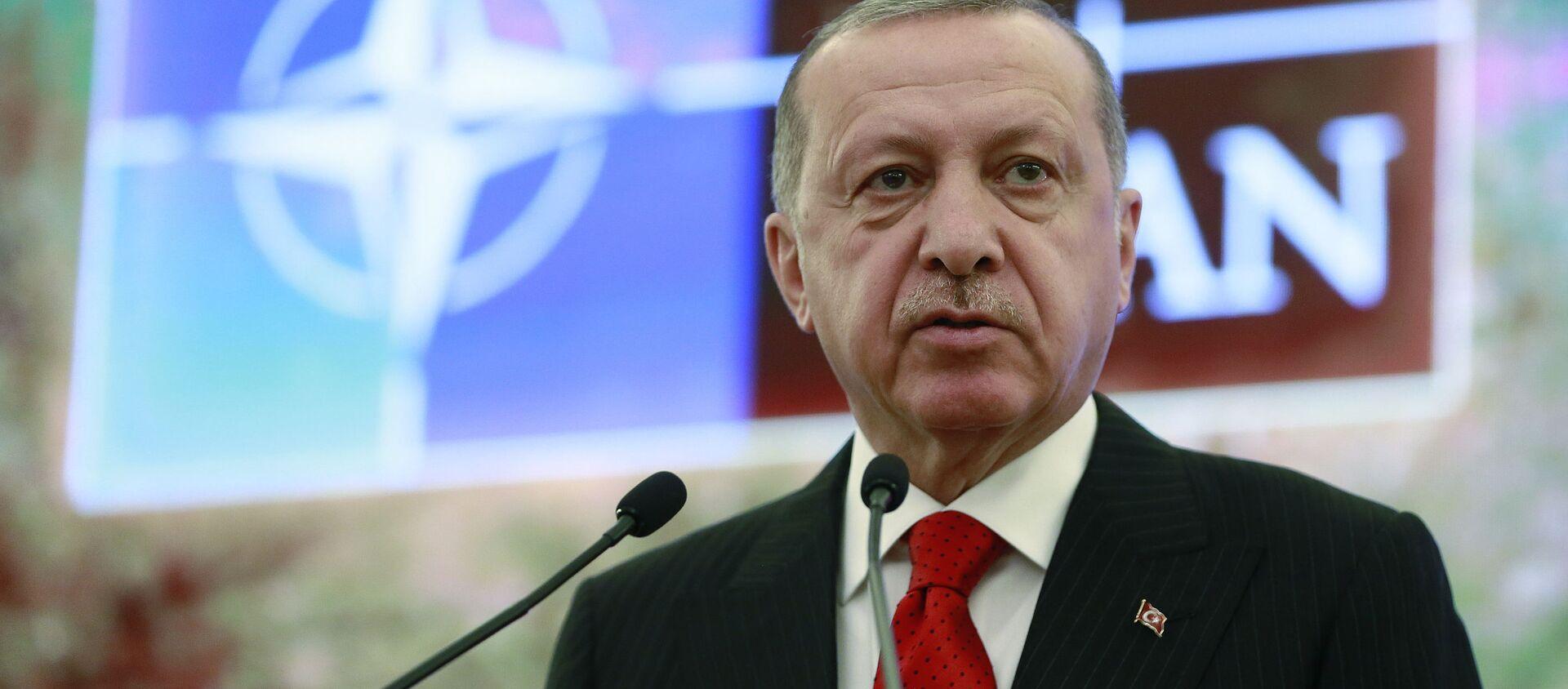 Il presidente turco Recep Tayyip Erdogan al Dialogo mediterraneo della NATO ad Ankara - Sputnik Italia, 1920, 16.12.2020