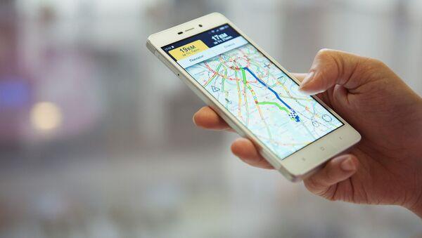 Navigatore su uno smartphone - Sputnik Italia