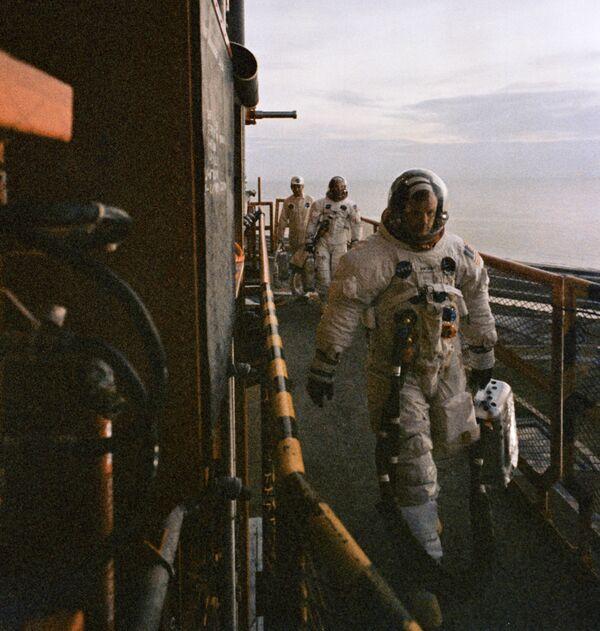 Neil Armstrong prima dell'allunaggio - Sputnik Italia