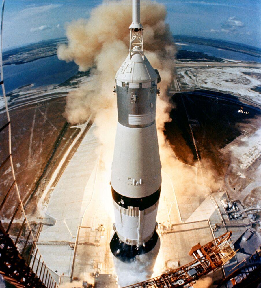 Il lancio del razzo vettore Saturn-5 avvenuto da Cape Canaveral il 16 luglio 1969