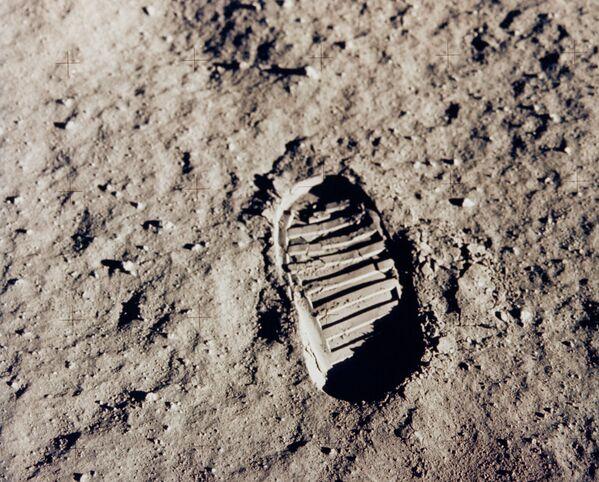 Una delle tracce lasciate sulla Luna dai due astronauti - Sputnik Italia