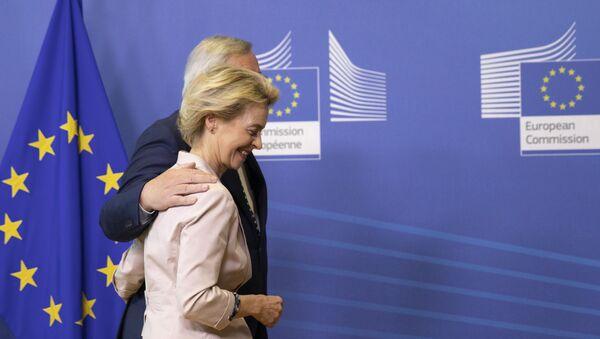 Ursula von der Leyen e Jean-Claude Juncker - Sputnik Italia