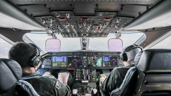 La cabina di pilotaggio del KC-390 - Sputnik Italia