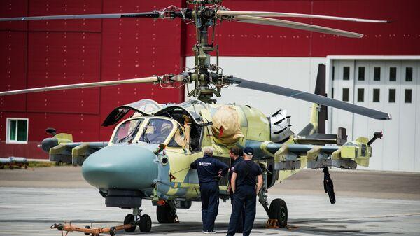 Un elicottero Ka-52 sulla pista dell'aerodromo di Arsenyev - Sputnik Italia