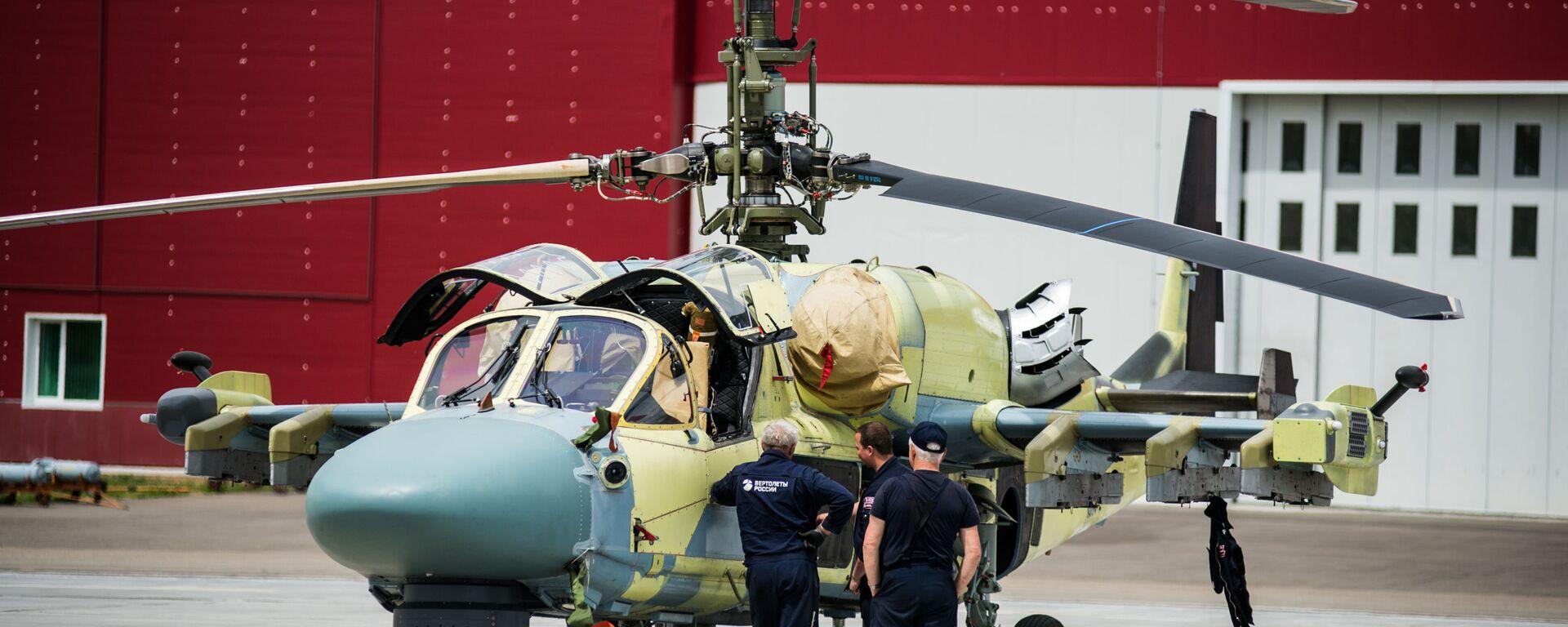 Un elicottero Ka-52 sulla pista dell'aerodromo di Arsenyev - Sputnik Italia, 1920, 18.07.2019