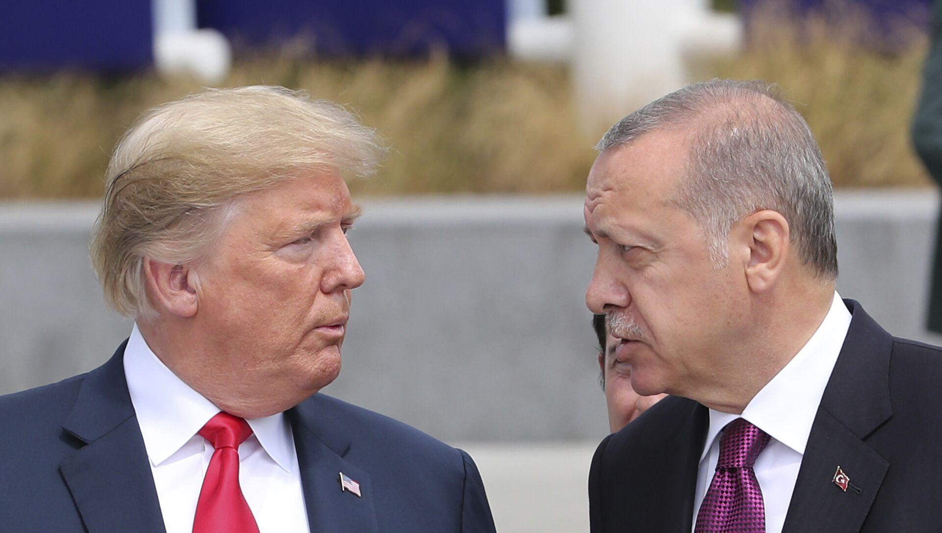Trump ed Erdogan al Consiglio NATO di Bruxelles del 2018 - Sputnik Italia, 1920, 18.05.2021