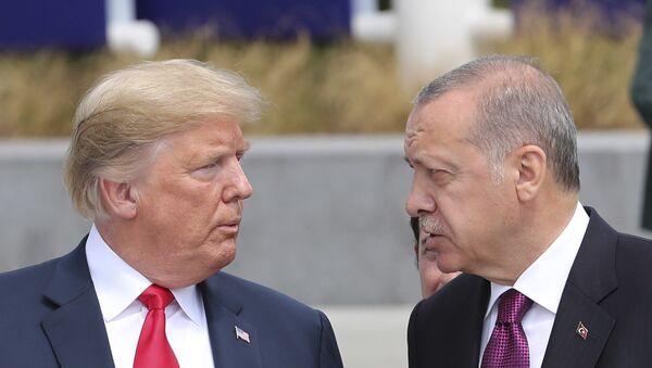 Trump ed Erdogan al Consiglio NATO di Bruxelles del 2018 - Sputnik Italia