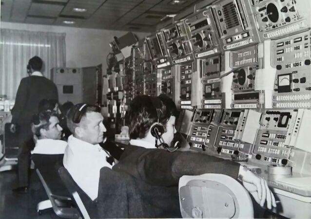 1968. Centro di osservazione spaziale di Fresnedillas. Carlos Gonzales in primo piano. Unico spagnolo fra gli americani.